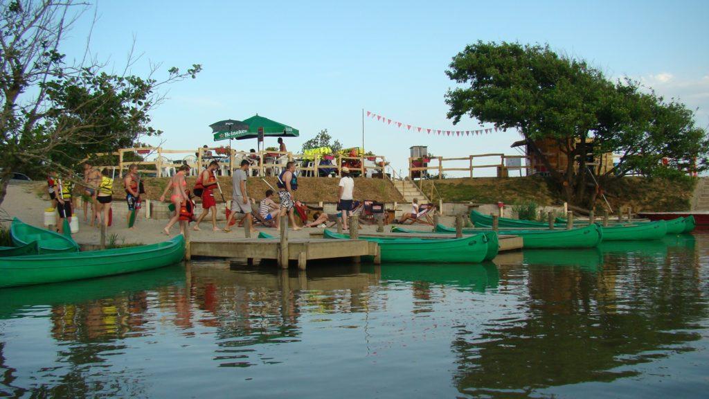 Les canoés du marais
