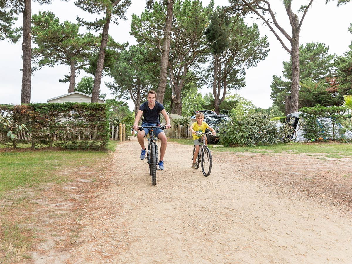 Pistes Cyclables Et Randonnees Camping 4 Etoiles En Vendee