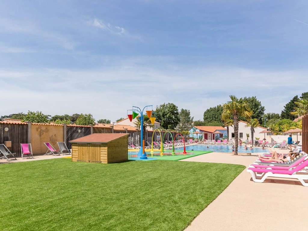 l'espace piscine du camping
