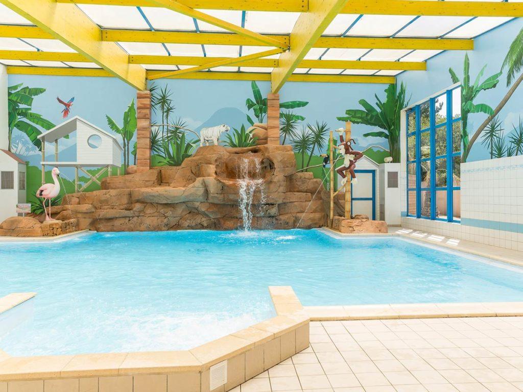 Camping avec piscine int rieure couverte parc aquatique for Piscine les sables d olonne