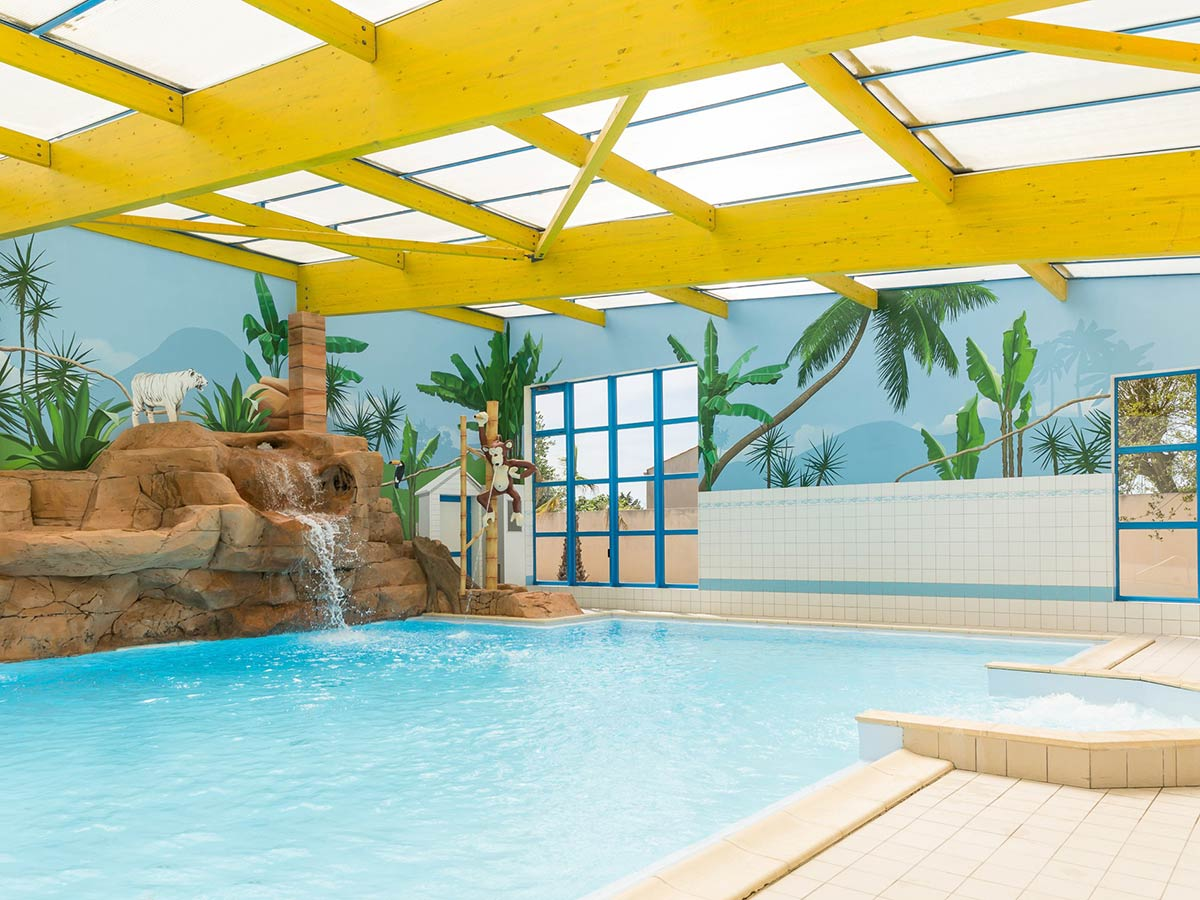 Camping avec piscine int rieure couverte parc aquatique for Camping piscine vendee
