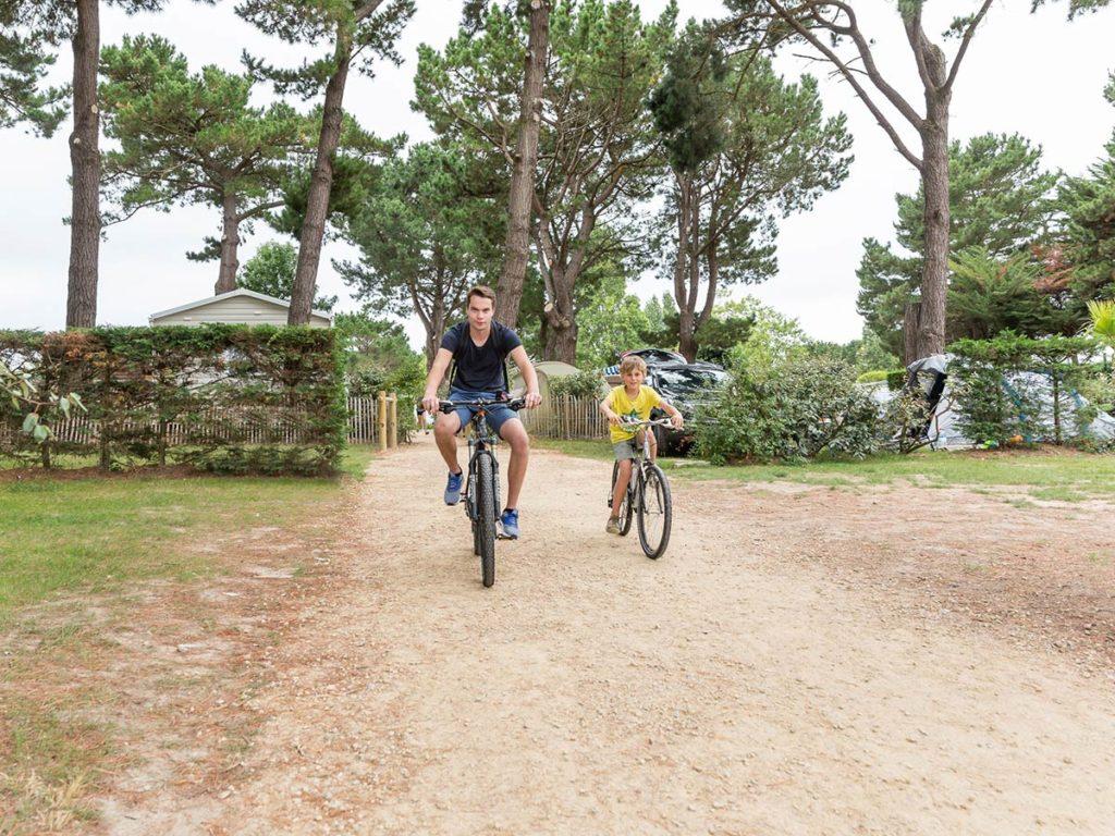 vélo sur les pistes cyclables en Vendée