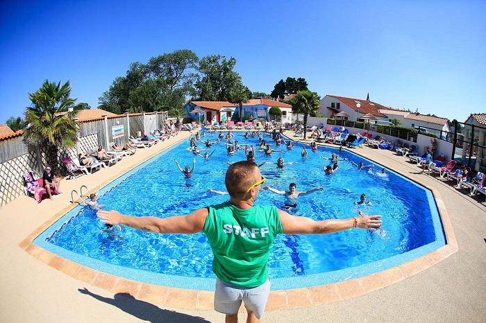 piscine avec animations au camping en Vendée